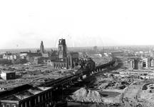 1980-5183 Gezicht op de door het Duitse bombardement van 14 mei 1940 getroffen en geraseerde omgeving van de Blaak. ...