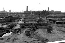 1980-5303 Gezicht op de door het Duitse bombardement van 14 mei 1940 getroffen en geraseerde omgeving van de Hoogstraat ...