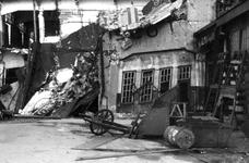 1980-5576 Gezicht op de door de Duitse Wehrmacht veroorzaakte havenverwoestingen aan de zuidzijde van de Rijnhaven, ...
