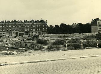 IV-343-69 De Slaak, links het Oosteinde en rechts de Plantageweg.
