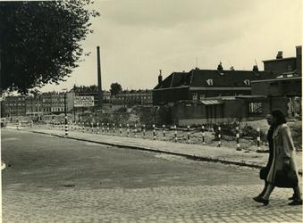 IV-343-79 Wederopbouw van de Hoge Boezem, hoek Vredenoordlaan. Rechts het oostelijk zwembad.