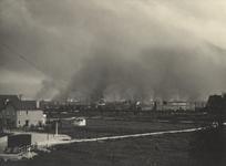 XXXIII-569-35-38 De brandende stad Rotterdam, om acht uur in de avond, als gevolg van het Duitse bombardement van 14 ...