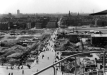 XXXIII-569-44-2 Gezicht op de Binnenweg en geraseerde omgeving als gevolg van het Duitse bombardement van 14 mei 1940. ...