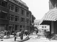 XXXIII-645-05-04-01-2 Gezicht in de Treubstraat met verwoeste panden als gevolg van het neerstorten van een V-1 op 18 ...