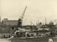 XXXIII-647-06-01 Grijs geverfde Engelse schepen in de Parkhaven na de bevrijding.