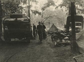 XXXIII-647-08-03 Een kamp van een Canadese divisie in het Park tijdens de bevrijdingsdagen.