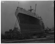 1023-02 Bij Hoek van Holland vastgelopen schip Captitaine G. Lacoley.