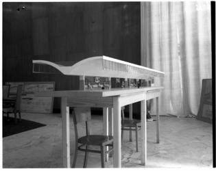 1031 Maquette van een perron voor het nieuwe Centraal Station van de Nederlandse Spoorwegen.
