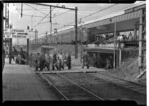 1035 Tussen resten van treinstation Delftse Poort wordt het nieuwe treinstation Rotterdam Centraal Station gebouwd. ...