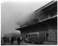 1046-03 Brandweer blust een brand bij N.V. Katoenveem aan de Keilestraat.