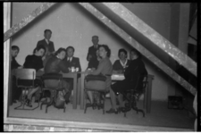 1078-06 Mogelijk een groepje medewerkers van het Rotterdamsch Nieuwsblad. Uit een serie over activiteiten rond de ...