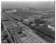 1529 Nieuwbouw rond de Lijnbaan. In het midden op de achtergrond het Groothandelsgebouw, links (witte gebouw) het ...