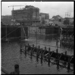 156-13 Bouwput metrolijn met op de achtergrond de bouw van het Hilton Hotel aan het Weena. Uit een serie over de bouw ...