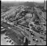 157-15 Bouwput van de metrolijn richting Centraal Station. Links het Weena, op de achtergrond het Groothandelsgebouw. ...