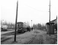 214-02 Tram van de Rotterdamsche Tramweg Maatschappij (RTM) rijdt van Rotterdam naar Oostvoorne.
