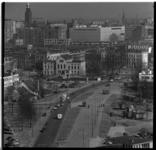 221-18 Overzicht Rochussenstraat richting Eendrachtsplein met rechts een deel van Huis Sonneveld, op de achtergrond de ...