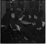 231-04 Bemanningsleden van de op de Zuiderpier vastgelopen Rotterdamse kustvaarder Fiducia zijn na hun redding ...