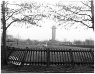 24-01 Diergaarde Blijdorp. Weide met lama's en uitkijktoren.