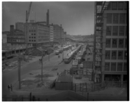 296 Bussen bij het busstation op de Westblaak. Links op de achtergrond het HBU-gebouw.