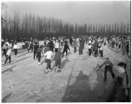 329 Schaatsers op mogelijk de Nenijto-ijsbaan op het Nenijto-sportcomplex in Blijdorp.