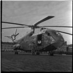 513-01 De eerste vrachthelikopter van Sabena, de Super Frelon met code F-ZWWH03, staat op het terrein van Heliport.