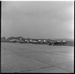 553-01 Vier sportvliegtuigen van vliegclub Rotterdam op het terrein van Luchthaven Zestienhoven.