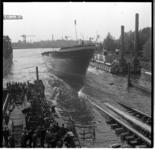557-02 Tewaterlating van de motorsleepboot De Witte Zee van Smit en Co's Internationale Sleepdienst op de werf van Smit ...