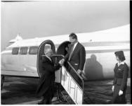 5-02 Burgemeester van West-Berlijn Willy Brandt neemt na zijn bezoek aan Rotterdam afscheid van burgemeester Van Walsum ...