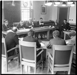 71-03 De gemeenteraad van Rockanje overlegt in verband met de moord op James van Houy Smith, eigenaar van een ...