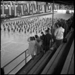 72-02 Gymnastiek voor vrouwen in de Ahoy'-hallen aan de Wytemaweg, gezien vanaf de tribune.