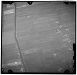 FD-4299-02 Verticale luchtfoto van de Holierhoeksche en Zouteveensche Polder met de Vlaardingschevaart (links), de ...