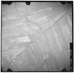 FD-4299-05 Verticale luchtopname van de Slinksloot, de Nellyhoeve (rechtsonder aan de Veenweg) in de Holierhoeksche en ...