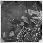 FD-4299-166 Verticale luchtfoto van de polder Aalkeet Buiten met Vlaardingen-West en de Vlaardingschevaart. In het ...