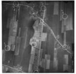 FD-4299-322 Verticale luchtfoto van de polders Binnenland en Buitenland en de dorpskern van Barendrecht, met onder meer ...