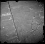 FD-4299-37 Verticale luchtfoto van de Holierhoeksche en Zouteveensche Polder met Vlaardingse Vaart (links), de ...