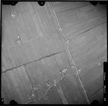 FD-4299-42 Verticale luchtfoto van de Holierhoeksche en Zouteveensche Polder met de Veenweg, Zwet, Holijweg (onder) en ...
