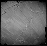 FD-4299-75 Verticale luchtfoto van de Holierhoeksche en Zouteveensche Polder (Vlaardingerambacht) met de Zwet (water), ...