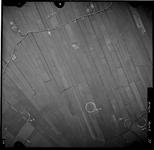 FD-4299-77 Verticale luchtfoto van de Holierhoeksche en Zouteveensche Polder met de Holyweg. Oriëntatie: noorden boven.