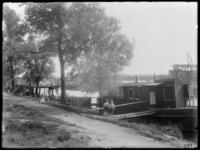 RDM-1167 Tuindorp Heijplaat; Woonschepen in de Heysehaven.
