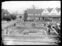 RDM-52124 Nieuwe woningen worden gebouwd in Tuindorp Heijplaat. Heijplaat werd begin jaren twintig voor de werknemers ...
