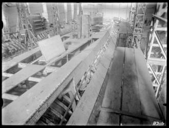 RDM-8319 De onderzeeboot Hr. Ms. K XIV (RDM-167) in aanbouw in de Onderzeebootloods van de Rotterdamsche Droogdok ...