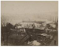 1969-1227 Zicht op het afgebrande Zomertheater aan de Kruiskade. Op de achtergrond zijn woonhuizen te zien, onder ...