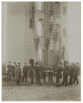 1969-1571 Klimtoren van de Brandweer op het terrein van het Slachthuis aan de Boezemstraat. Er staan een paar mannen op ...