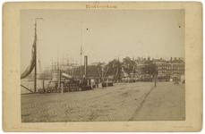 1969-384 Zicht op de Maasboulevard en de Oosterkade bij de mond van de Oudehaven. Aan de linkerkant zijn een aantal ...