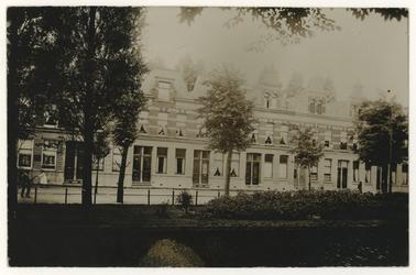 1970-488 Zicht op huizen aan de oostelijke zijde van de Noordsingel.