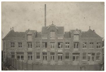 1971-1159 De Nieuwe Rotterdamse Cementsteenfabriek F.A Meyneken, voorheen W.A. Hoek in Crooswijk.