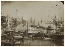 1971-309 Gezicht op de Boompjes uit het westen gezien. Aan de kade liggen meerdere schepen.