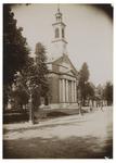 1971-325 Zicht op een kerkgebouw aan de Hoflaan.