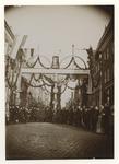 1971-338 Onafhankelijkheidsfeest in de Breestraat ter gelegenheid van 75 jaar onafhankelijkheid (1813-1888). Vooraan ...