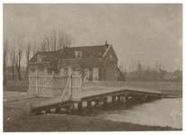 1972-1255 Zicht op huizen aan de Kortekade.
